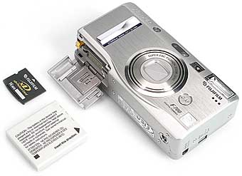 Fujifilm FinePix F700 - Speicher- und Akkufach [Foto: Fujifilm]