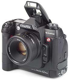 Fujifilm FinePix S2 Pro mit Objektiv AF Nikkor 50mm F1.8 D [Foto: MediaNord]