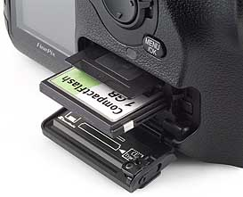 Fujifilm FinePix S2 Pro - Einschub für Speicherkarten [Foto: MediaNord]