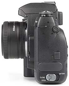 Fujifilm FinePix S2 Pro mit Objektiv AF Nikkor 50mm F1.8 D - linke Kameraseite [Foto: MediaNord]
