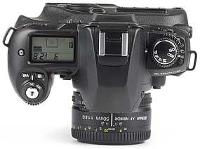Fujifilm FinePix S2 Pro mit Objektiv AF Nikkor 50mm F1.8 D - oben [Foto: MediaNord]