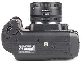 Fujifilm FinePix S2 Pro mit Objektiv AF Nikkor 50mm F1.8 D - unten [Foto: MediaNord]