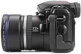 Fujifilm FinePix S5000 - linke Kameraseite [Foto: MediaNord]
