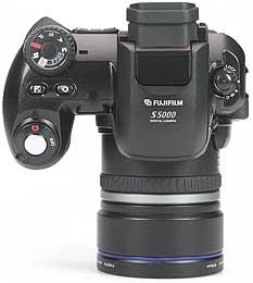 Fujifilm FinePix S5000 - oben [Foto: MediaNord]