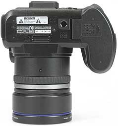 Fujifilm FinePix S5000 - unten [Foto: MediaNord]