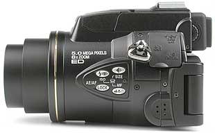 Nikon Coolpix 5700 - linke Kameraseite [Foto: MediaNord]
