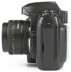 Nikon D100 mit Objektiv AF Nikkor 50 mm 1,8 D - linke Kameraseite [Foto: MediaNord]