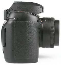 Nikon D100 mit Objektiv AF Nikkor 50 mm 1,8 D - rechte Kameraseite [Foto: MediaNord]