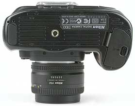 Nikon D100 mit Objektiv AF Nikkor 50 mm 1,8 D - unten [Foto: MediaNord]