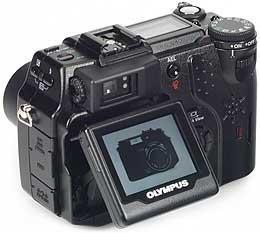 Olympus C-5050 Zoom mit geneigtem LCD-Bildschirm [Foto: MediaNord]