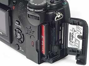 Olympus C-5050 Zoom- Speicherkartenplatz [Foto: MediaNord]