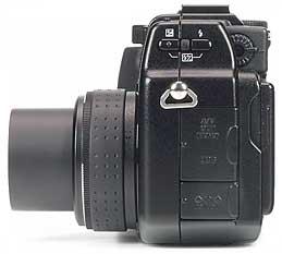 Olympus C-5050 Zoom - linke Kameraseite [Foto: MediaNord]