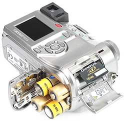 Olympus C-750 Ultra Zoom - Akku- und Speicherfach [Foto: MediaNord]