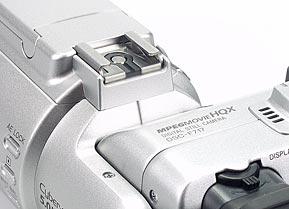 Sony DSC-F717- Blitzschuh mit Mittenkontakt [Foto: MediaNord]