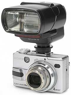 Sony DSC-V1 mit Sony Blitz HVL-F32X [Foto: MediaNord]