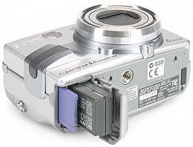 Sony DSC-V1- Speicher- und Akkufach [Foto: MediaNord]