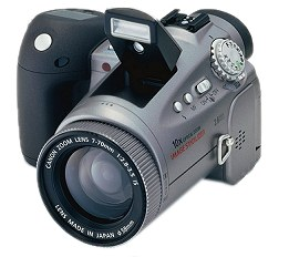 Canon PowerShot Pro90IS mit aufgeklapptem Blitz [Foto: Canon]