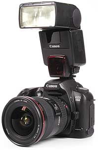 Canon EOS D60 mit Blitzgerät Speedlite 550 EZ [Foto: MediaNord]