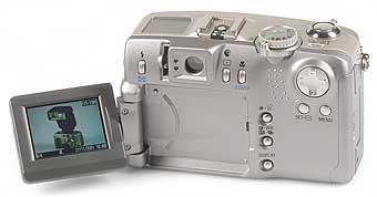 Canon PowerShot G2 Rückseite mit aufgeklapptem Display [Foto: MediaNord]