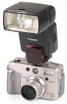 Canon PowerShot G2 mit Blitz Canon Speedlite 500EX [Foto: MediaNord]