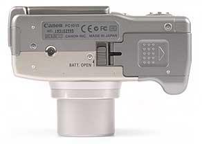 Canon PowerShot G2 - Unterseite [Foto: MediaNord]
