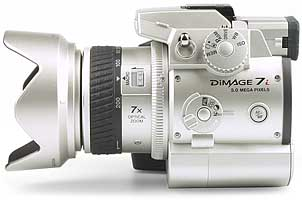 Minolta DiMAGE 7i - linke Kameraseite [Foto: MediaNord]