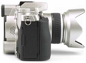 Minolta DiMAGE 7i - rechte Kameraseite [Foto: MediaNord]