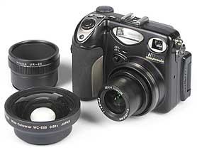 Nikon Coolpix 5000 mit Tele- und Weitwinkelkonverter [Foto: MediaNord]