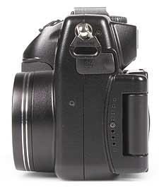 Nikon Coolpix 5000 - linke Kameraseite [Foto: MediaNord]