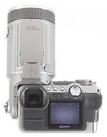 Sony DSC-F707 - Rückseite mit gekipptem Objektiv [Foto: MediaNord]