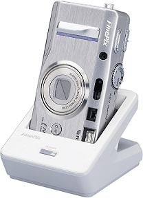 Fujifilm FinePix F700 mit Docking Station [Foto: Fujifilm]