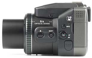 Fujifilm FinePix S602 Zoom, linke Gehäuseseite [Foto: MediaNord]