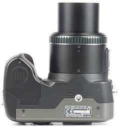 Fujifilm FinePix S602 Zoom, Unterseite [Foto: MediaNord]