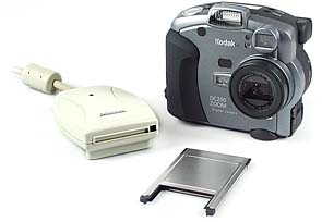 Kodak DC290 mit Datafab-Kartenleser und PC-Card-Adapter [Foto: MediaNord]