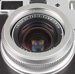 Detailaufnahme Objektiv der Leica digilux 1 [Foto: MediaNord]