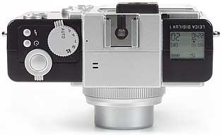 Leica digilux 1, oben, mit Blitzschuh [Foto: MediaNord]