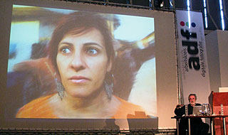 Pedro Meyer bei seinem Vortrag auf dem adf-Symposiums [Foto: MediaNord]