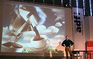 Uli Staiger bei seinem Vortrag auf dem adf-Symposiums [Foto: MediaNord]