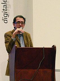 Eröffnung des adf-Symposiums durch Thomas Gerwers [Foto: MediaNord]