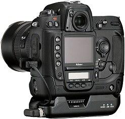 Nikon D2H mit WiFi-Sendemodul WT-1 [Foto: Nikon]