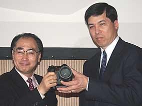 Olympus und Kodak kündigen Wechselobjektiv-System auf der Photokina 2000 an [Foto: MediaNord]