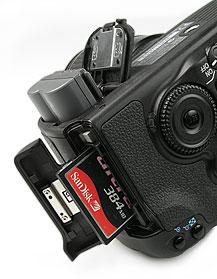 Canon EOS 20D- Speicher- und Akkuplatz [Foto: MediaNord]