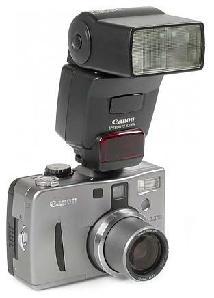 Canon PowerShot G1 mit Blitzgerät Camon Speedlite 420 EX [Foto: MediaNord]