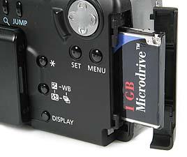 Canon PowerShot G1 - Steckplatz mit Microdrive-Speicherkarte [Foto: MediaNord]