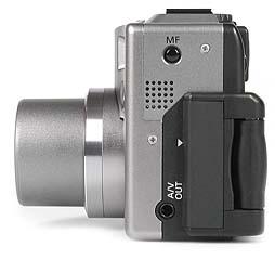 Canon PowerShot G1 - linke Kameraseite [Foto: MediaNord]