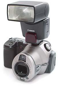Canon PowerShot Pro70 mit Speedlite 380EX [Foto: MediaNord]