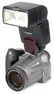 Canon PowerShot Pro90 IS mit Blitzgerät Canon Speedlite 550 EX [Foto: MediaNord]