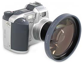 Epson PhotoPC 3000Z mit Sony Weitwinkelkonverter VCL-MHG07 [Foto: MediaNord]