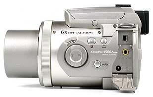 Fujifilm FinePix 4900 Zoom Anschlüsse [Foto: MediaNord]