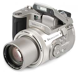 Fujifilm FinePix 4900 Zoom mit Pop-Up-Blitz [Foto: MediaNord]